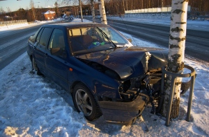 Crashed_car_in_Siilinjärvi