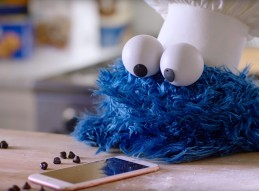 rs_1024x759-160408155358-1024.Cookie-Monster-iphone-tt-040816a